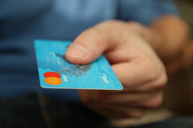 クレカで失敗しないように子供にはデビットカードを持たせようと思う