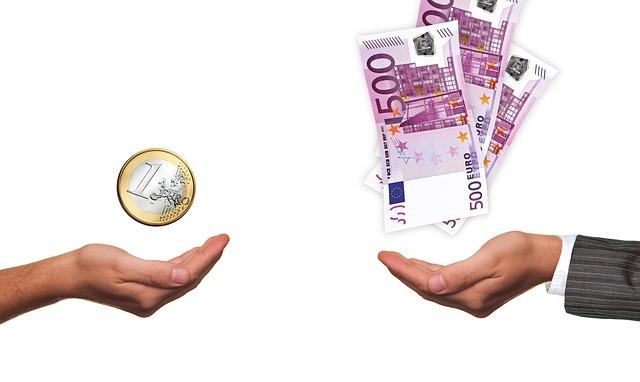 友人や身内、親戚からお金を借りて金策をする