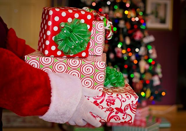 必死に貯めたポイントで妻へのクリスマスプレゼントの候補を出して悩んで選んで購入する